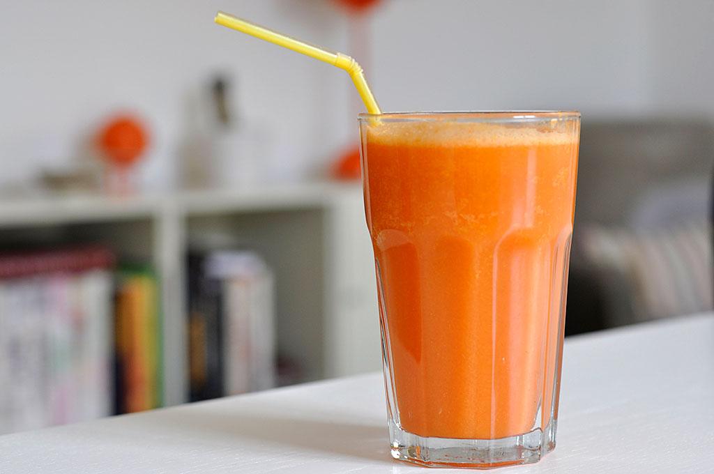 Gulerodsjuice med aebler og ingefaer - Pigen & Pomfritten