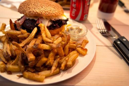 Burger & Shakes5