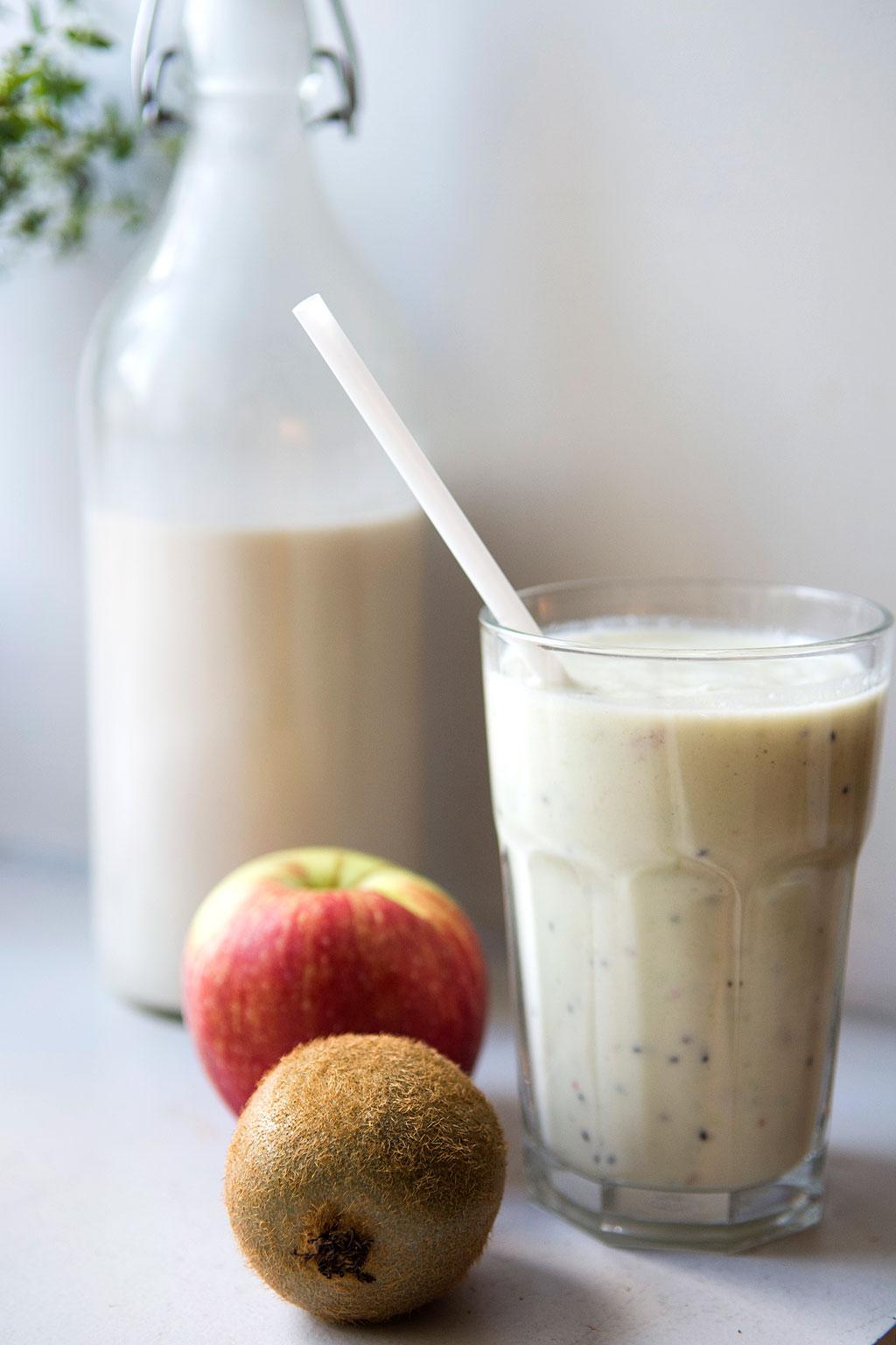 Smoothie med kiwi, æble og mynte - Pigen & Pomfritten